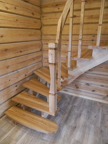 Schody z litego drewna